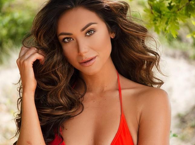 Huấn luyện viên thể hình sở hữu vẻ nóng bỏng 'đốt mắt' lên ngôi Hoa hậu Trái đất Hà Lan ảnh 3