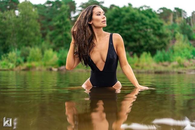 Huấn luyện viên thể hình sở hữu vẻ nóng bỏng 'đốt mắt' lên ngôi Hoa hậu Trái đất Hà Lan ảnh 5