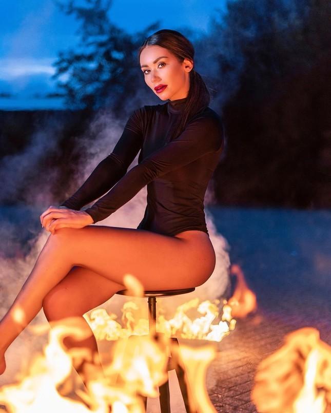 Huấn luyện viên thể hình sở hữu vẻ nóng bỏng 'đốt mắt' lên ngôi Hoa hậu Trái đất Hà Lan ảnh 9