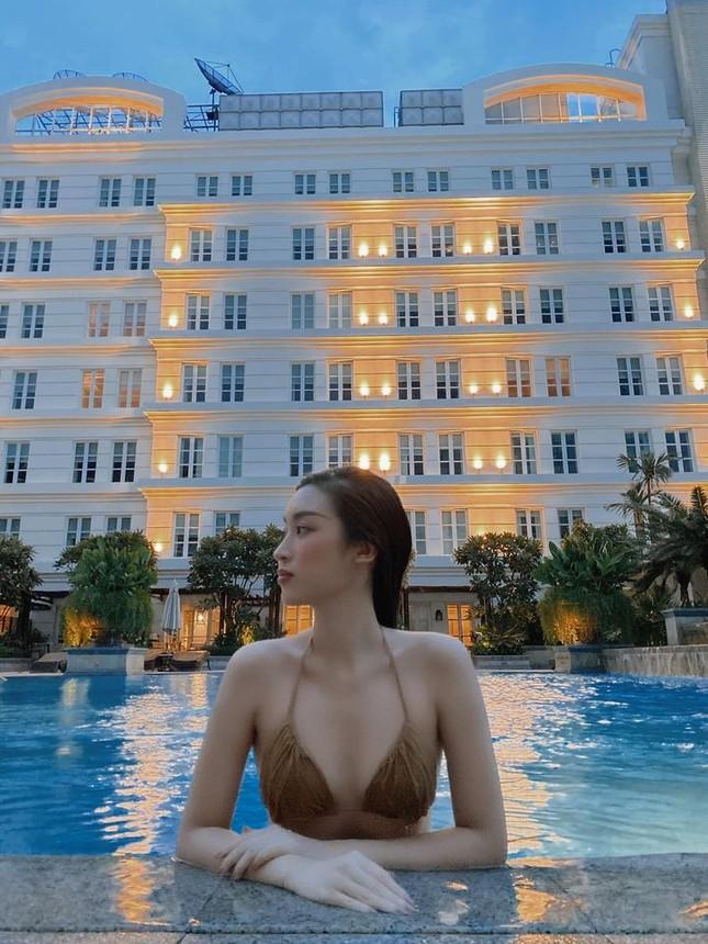 Đỗ Mỹ Linh 'đốt mắt' với bikini, Giáng My không kém đàn em với vóc dáng sexy trên biển ảnh 3