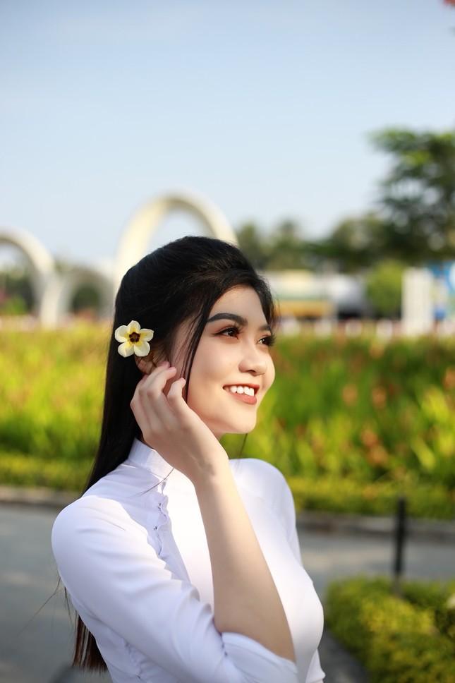 Nữ sinh Cà Mau từng phải nghỉ học do gia cảnh khó khăn dự thi Hoa hậu Việt Nam ảnh 1
