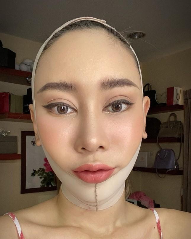 Nữ DJ nghiện thẩm mỹ gây sốc khi lần thứ 2 được chỉ định thành Hoa hậu Trái đất Thái Lan ảnh 10