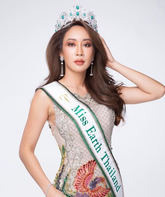 Nữ DJ nghiện thẩm mỹ gây sốc khi lần thứ 2 được chỉ định thành Hoa hậu Trái đất Thái Lan ảnh 1