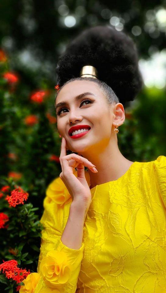 Võ Hoàng Yến 'tấu hài' với mái tóc súp-lơ, Mai Phương Thuý nóng bỏng cùng áo tắm ảnh 2