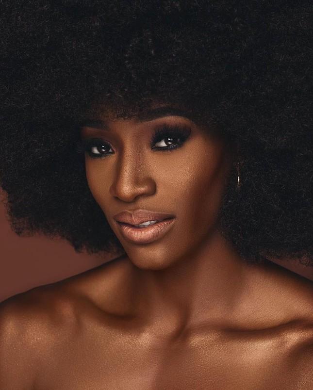 'Búp bê da màu' sở hữu đường cong 'rực lửa' lên ngôi Hoa hậu Hoàn vũ Bahamas ảnh 4