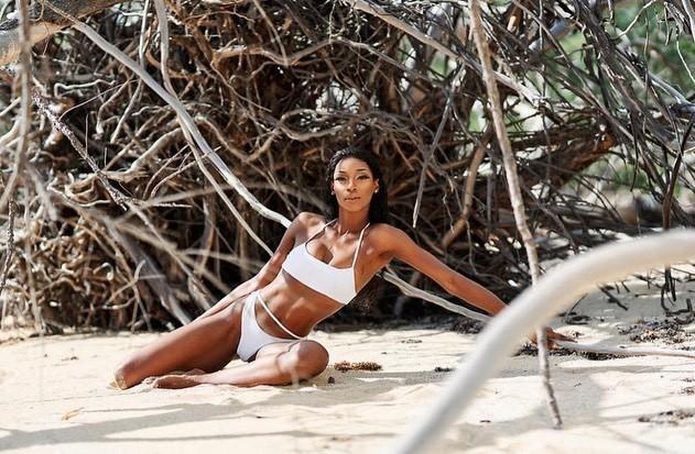 'Búp bê da màu' sở hữu đường cong 'rực lửa' lên ngôi Hoa hậu Hoàn vũ Bahamas ảnh 11