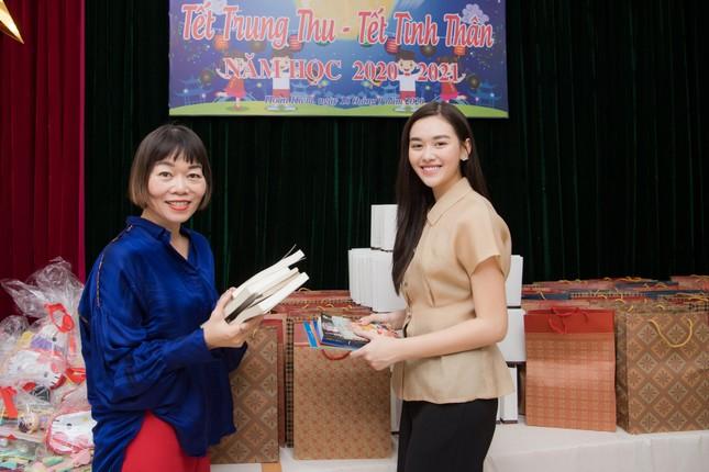 Võ Hoàng Yến 'tấu hài' với mái tóc súp-lơ, Mai Phương Thuý nóng bỏng cùng áo tắm ảnh 13