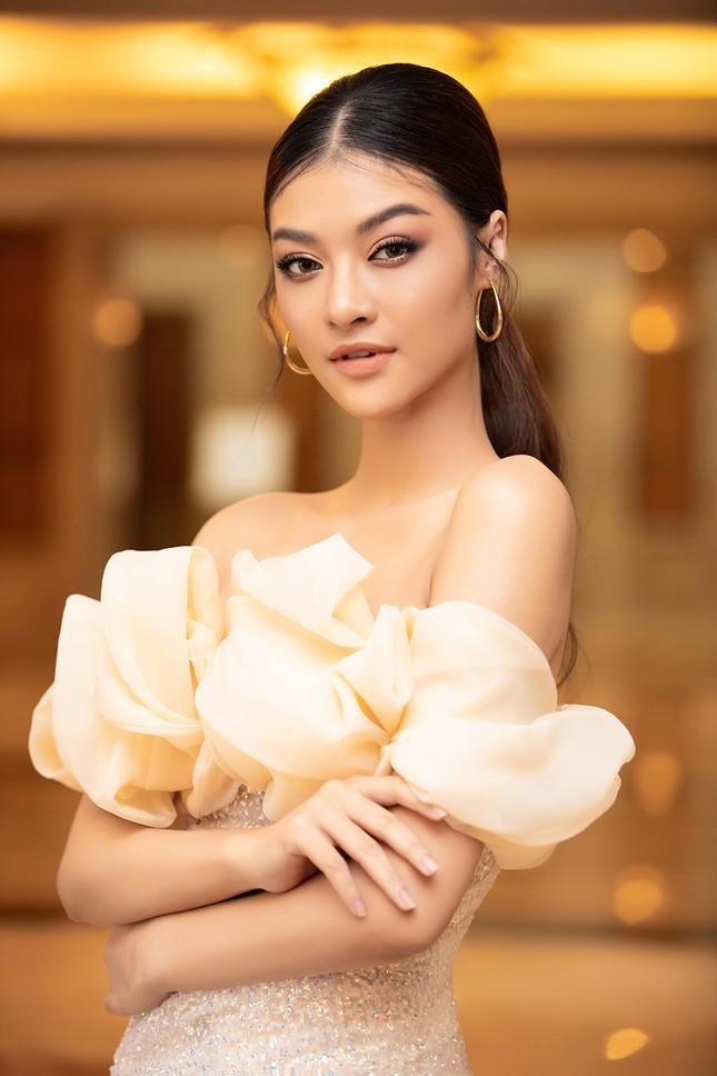 Dàn Hoa hậu, Á hậu lộng lẫy khoe sắc trên thảm đỏ họp báo Hoa hậu Việt Nam 2020 ảnh 10