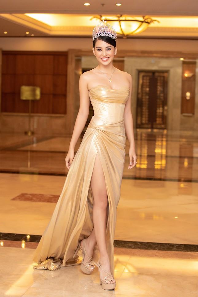 Dàn Hoa hậu, Á hậu lộng lẫy khoe sắc trên thảm đỏ họp báo Hoa hậu Việt Nam 2020 ảnh 2