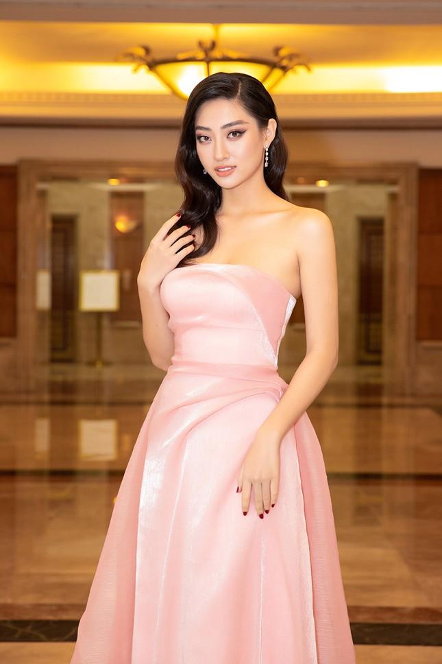 Dàn Hoa hậu, Á hậu lộng lẫy khoe sắc trên thảm đỏ họp báo Hoa hậu Việt Nam 2020 ảnh 8