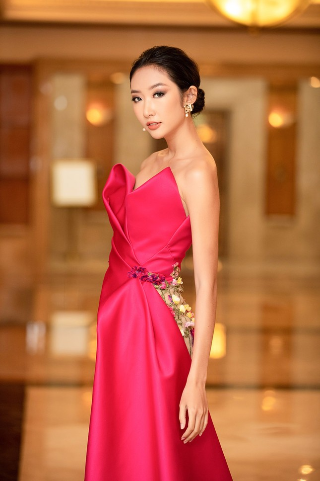 Dàn Hoa hậu, Á hậu lộng lẫy khoe sắc trên thảm đỏ họp báo Hoa hậu Việt Nam 2020 ảnh 15