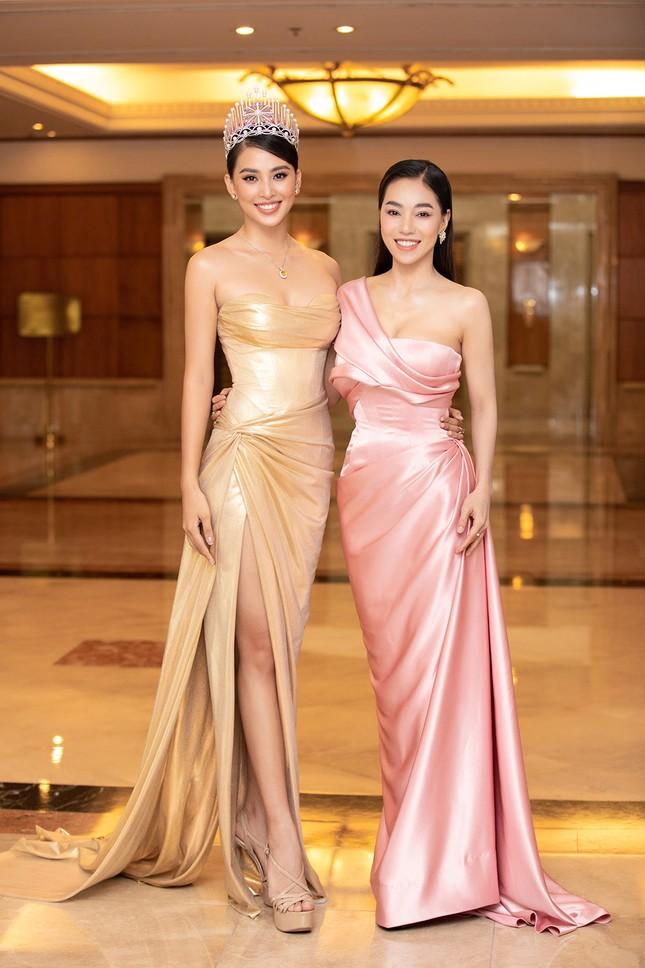 Dàn Hoa hậu, Á hậu lộng lẫy khoe sắc trên thảm đỏ họp báo Hoa hậu Việt Nam 2020 ảnh 9