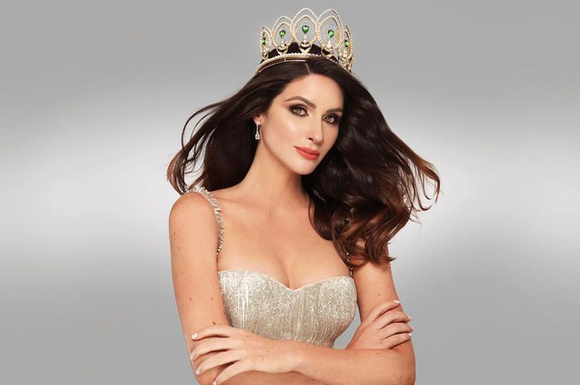 Tân Hoa hậu Hoàn vũ Puerto Rico sở hữu chiều cao 'khủng' 1m80 cùng học vấn đáng nể ảnh 1