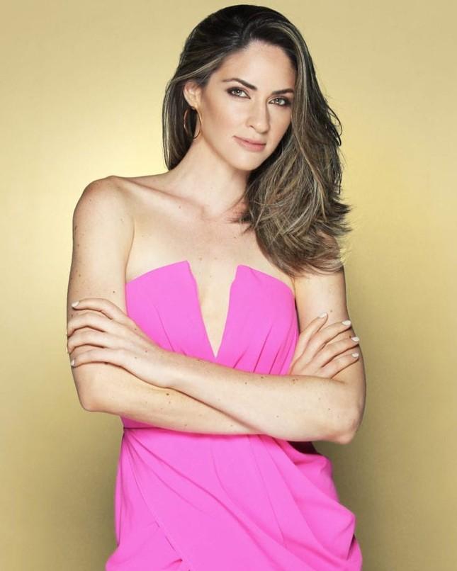 Tân Hoa hậu Hoàn vũ Puerto Rico sở hữu chiều cao 'khủng' 1m80 cùng học vấn đáng nể ảnh 5