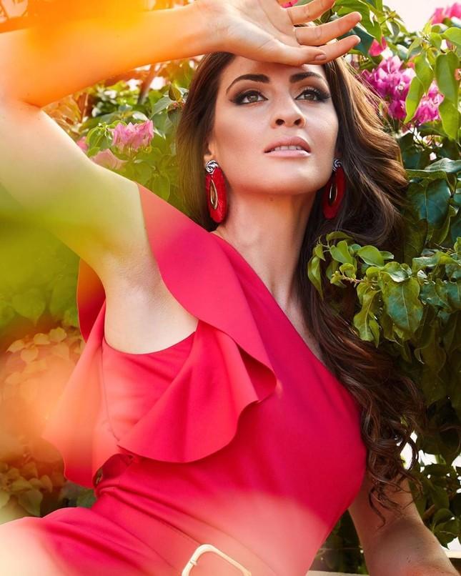 Tân Hoa hậu Hoàn vũ Puerto Rico sở hữu chiều cao 'khủng' 1m80 cùng học vấn đáng nể ảnh 12
