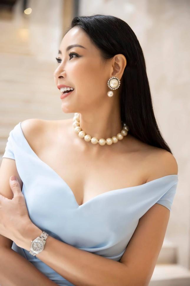 Tiểu Vy-Minh Tú đọ sắc với váy dạ hội đỏ rực, khoe đường cong sexy khiến fans 'ngây ngất' ảnh 8