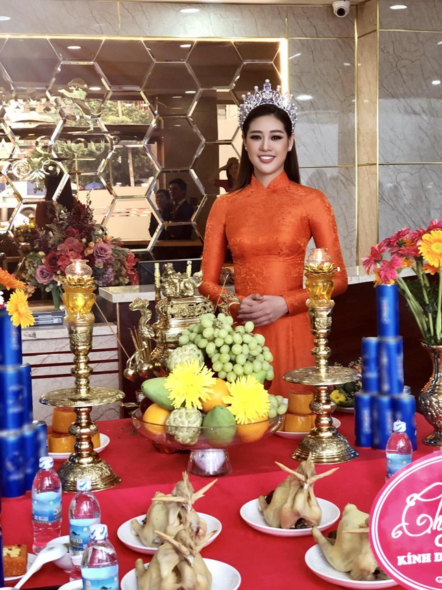 Tiểu Vy-Minh Tú đọ sắc với váy dạ hội đỏ rực, khoe đường cong sexy khiến fans 'ngây ngất' ảnh 13