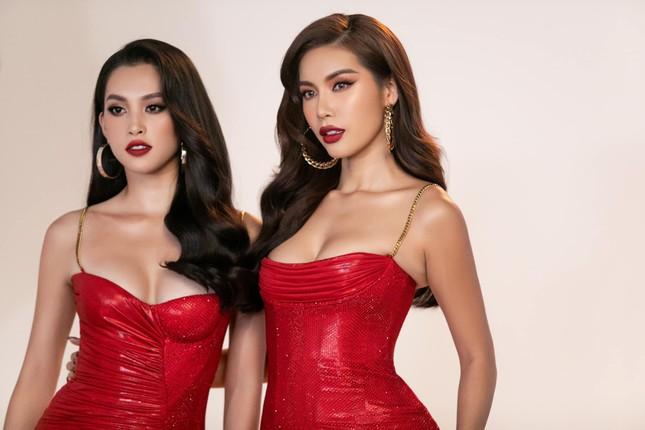 Tiểu Vy-Minh Tú đọ sắc với váy dạ hội đỏ rực, khoe đường cong sexy khiến fans 'ngây ngất' ảnh 2