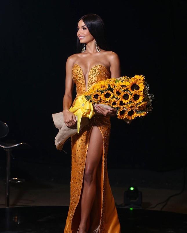 Á hậu Hoàn vũ thế giới 2019 khoe thân hình 'Vệ nữ' hoàn hảo với áo tắm làm fans ngây ngất ảnh 5