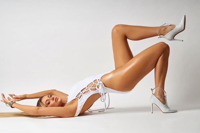 Á hậu Hoàn vũ thế giới 2019 khoe thân hình 'Vệ nữ' hoàn hảo với áo tắm làm fans ngây ngất ảnh 3