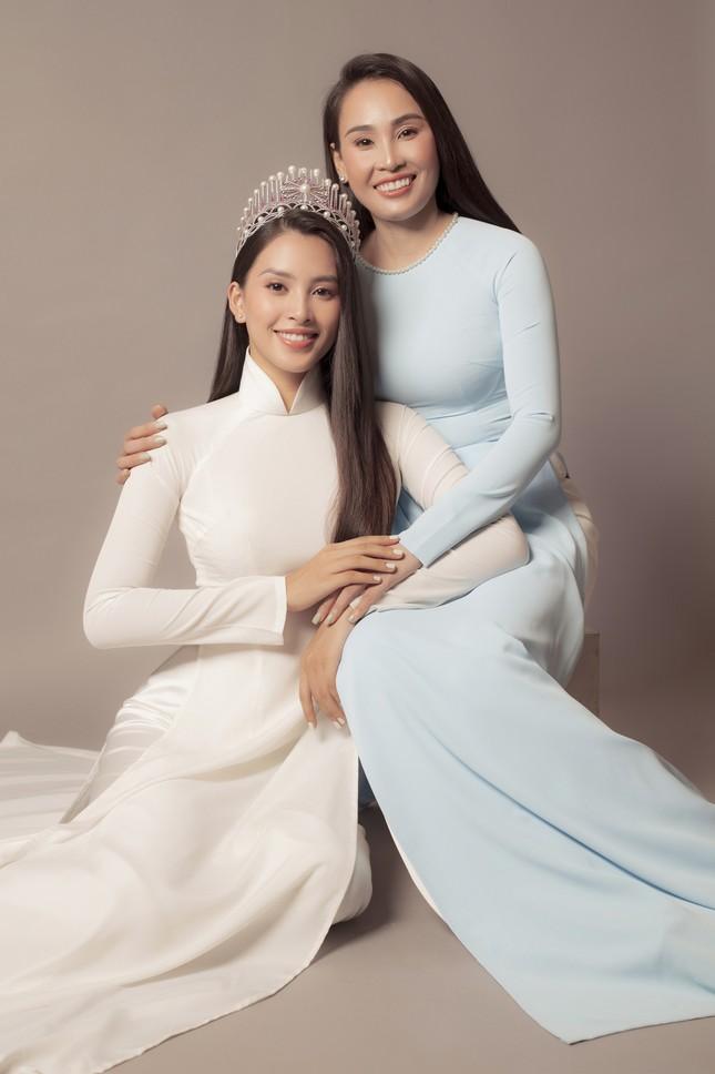 Mẹ Hoa hậu Tiểu Vy gây sốt với nhan sắc trẻ trung trong bộ ảnh 20/10 cùng con gái ảnh 5