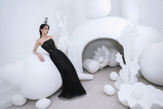 Nữ người mẫu bị khuyết tay Hà Phương 'tái xuất', khoe thần thái 'đỉnh cao' với váy dạ hội ảnh 2