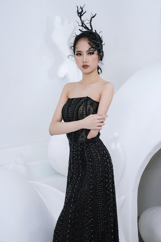 Nữ người mẫu bị khuyết tay Hà Phương 'tái xuất', khoe thần thái 'đỉnh cao' với váy dạ hội ảnh 1