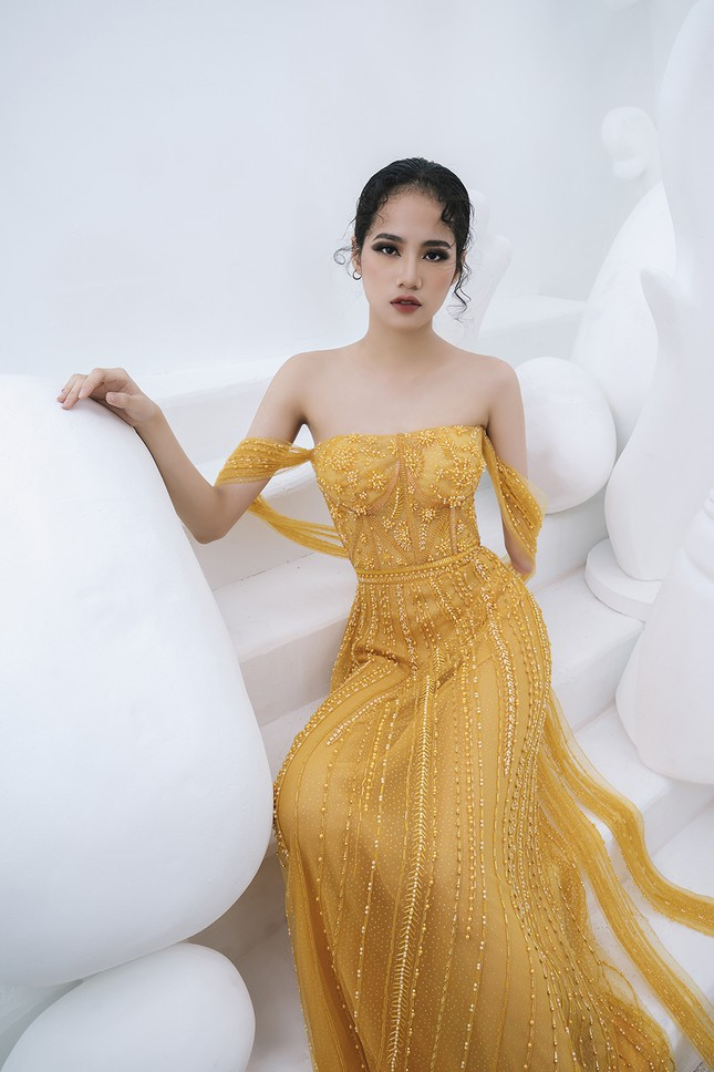 Nữ người mẫu bị khuyết tay Hà Phương 'tái xuất', khoe thần thái 'đỉnh cao' với váy dạ hội ảnh 10