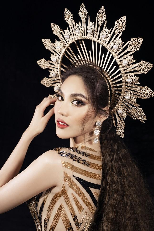 Siêu mẫu Hà Anh tái xuất sàn diễn thời trang, khoe thân hình đồng hồ cát nóng 'bỏng mắt' ảnh 12