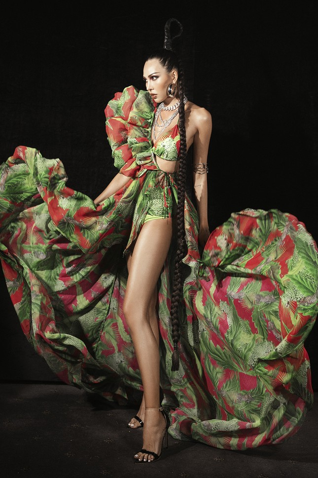 Siêu mẫu Hà Anh tái xuất sàn diễn thời trang, khoe thân hình đồng hồ cát nóng 'bỏng mắt' ảnh 3