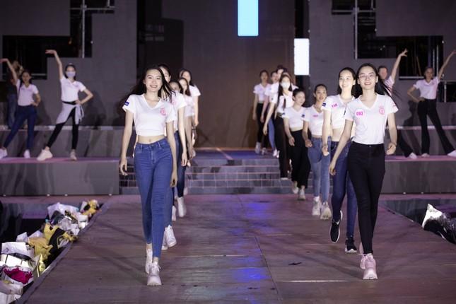 Lệ Quyên, Quang Dũng và top 35 sẽ trình diễn bùng nổ phần thi Người đẹp Thời trang tối nay ảnh 2