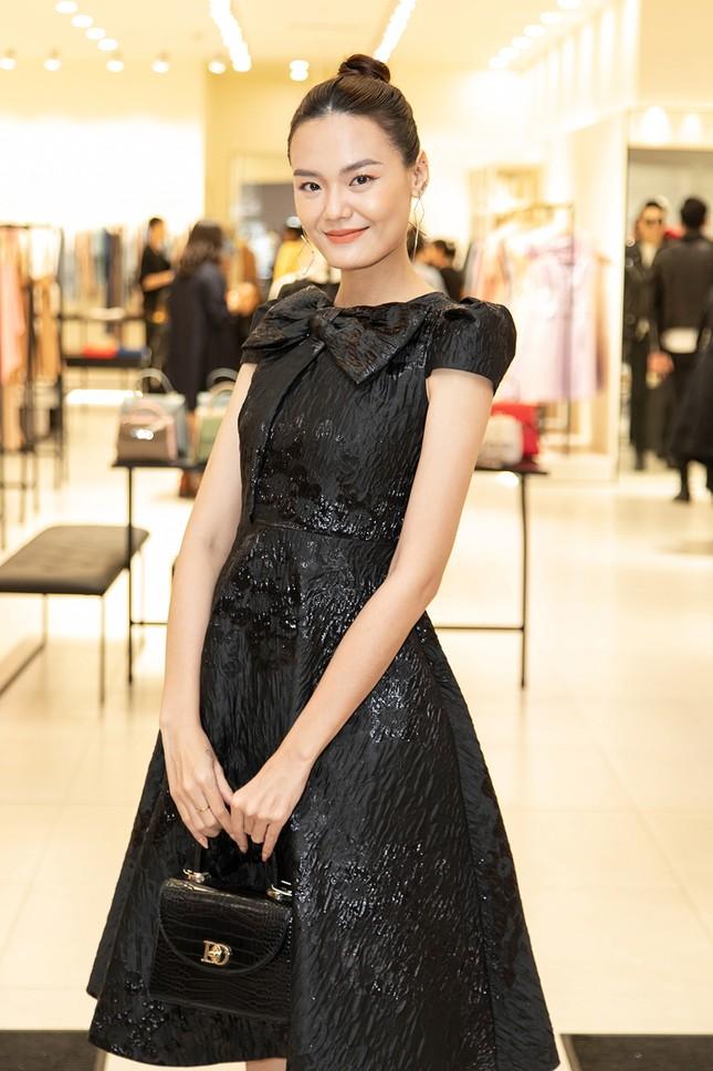 Á hậu Phương Nga diện váy bó sát gợi cảm, đọ sắc cùng dàn mỹ nhân tại sự kiện ảnh 9