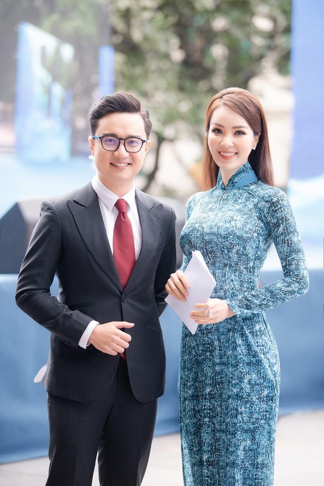 Á hậu Thuỵ Vân: 'Hoa hậu Đỗ Thị Hà sẽ còn đẹp và toả sáng hơn rất nhiều' ảnh 2