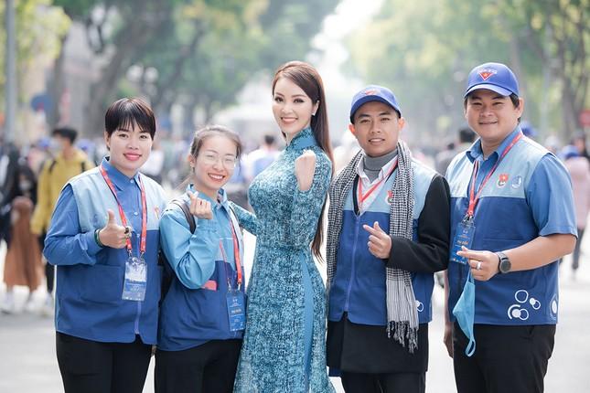 Á hậu Thuỵ Vân: 'Hoa hậu Đỗ Thị Hà sẽ còn đẹp và toả sáng hơn rất nhiều' ảnh 8
