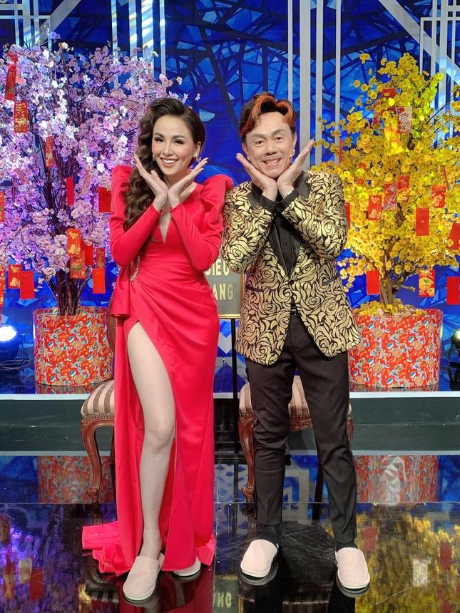 Dàn Hoa hậu, Á hậu nghẹn ngào nói lời vĩnh biệt danh hài Chí Tài ảnh 3
