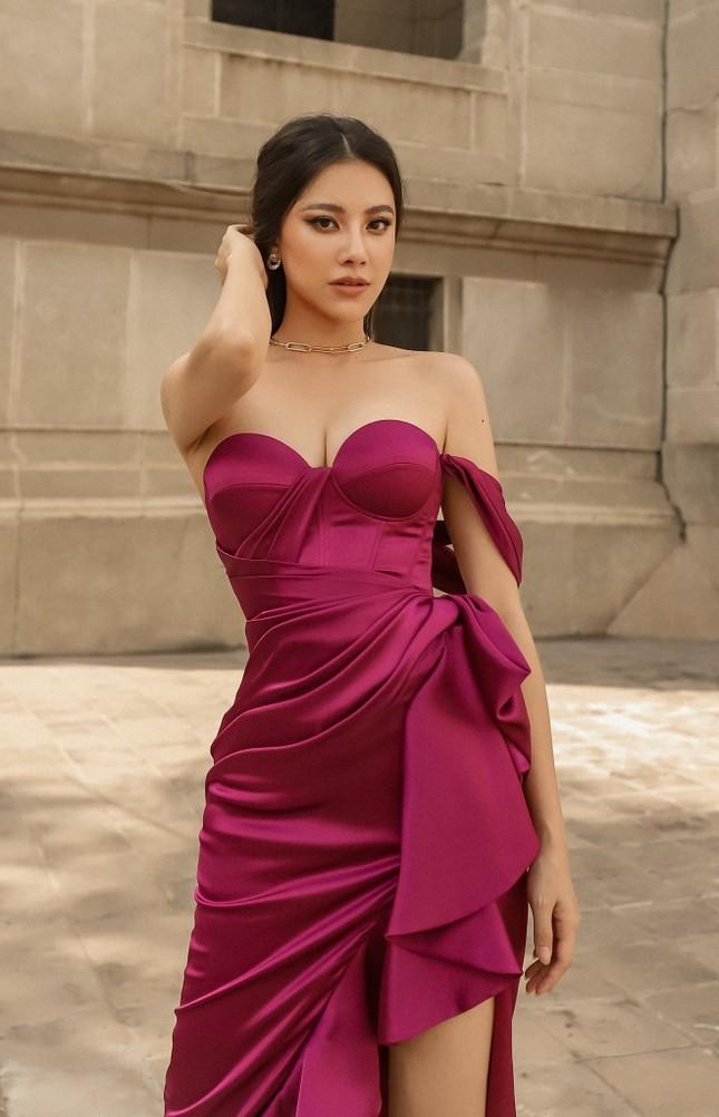 Kiều Loan khoe chân dài nóng bỏng, Á hậu Thuỳ Dung yêu kiều như đoá hồng với váy đỏ rực ảnh 7