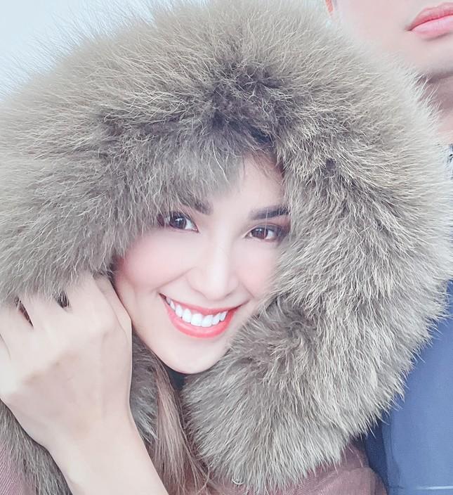 Hoa hậu Diễm Hương bất ngờ úp mở bạn trai mới, Minh Tú menly không nhận ra khi mặc vest ảnh 4
