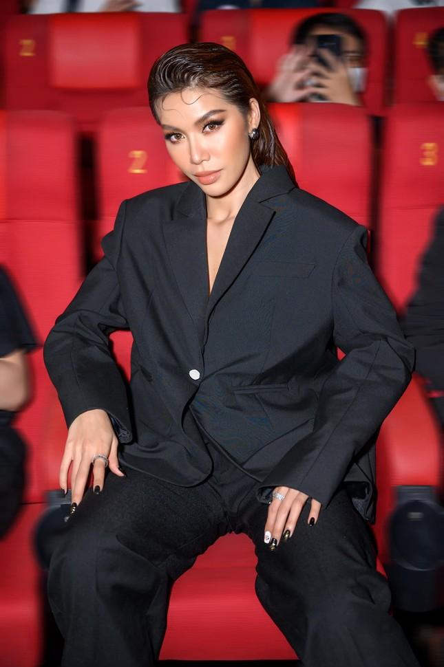 Hoa hậu Diễm Hương bất ngờ úp mở bạn trai mới, Minh Tú menly không nhận ra khi mặc vest ảnh 3