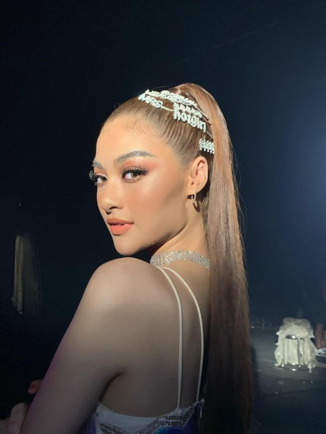 Hoa hậu Diễm Hương bất ngờ úp mở bạn trai mới, Minh Tú menly không nhận ra khi mặc vest ảnh 9