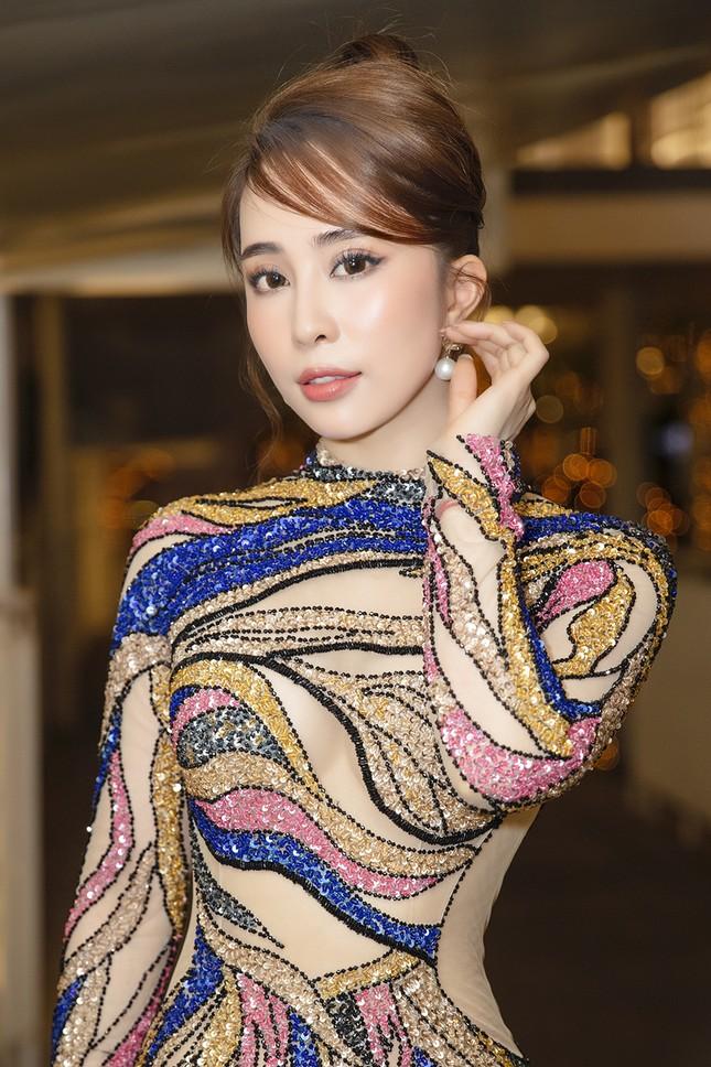 Mặc lại váy gây tranh cãi của Thái Thị Hoa, Quỳnh Nga khoe 3 vòng nóng bỏng ảnh 3