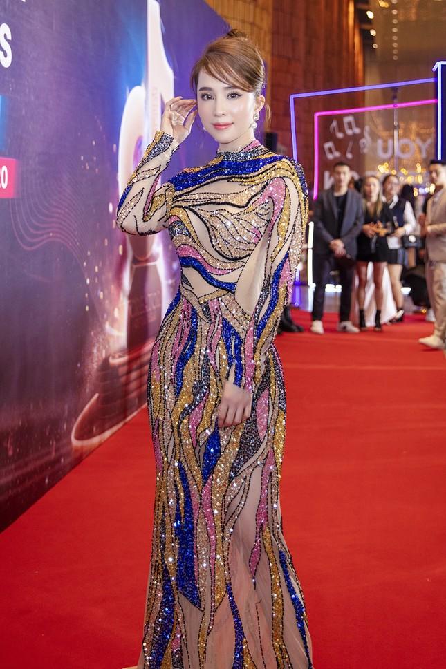 Mặc lại váy gây tranh cãi của Thái Thị Hoa, Quỳnh Nga khoe 3 vòng nóng bỏng ảnh 2