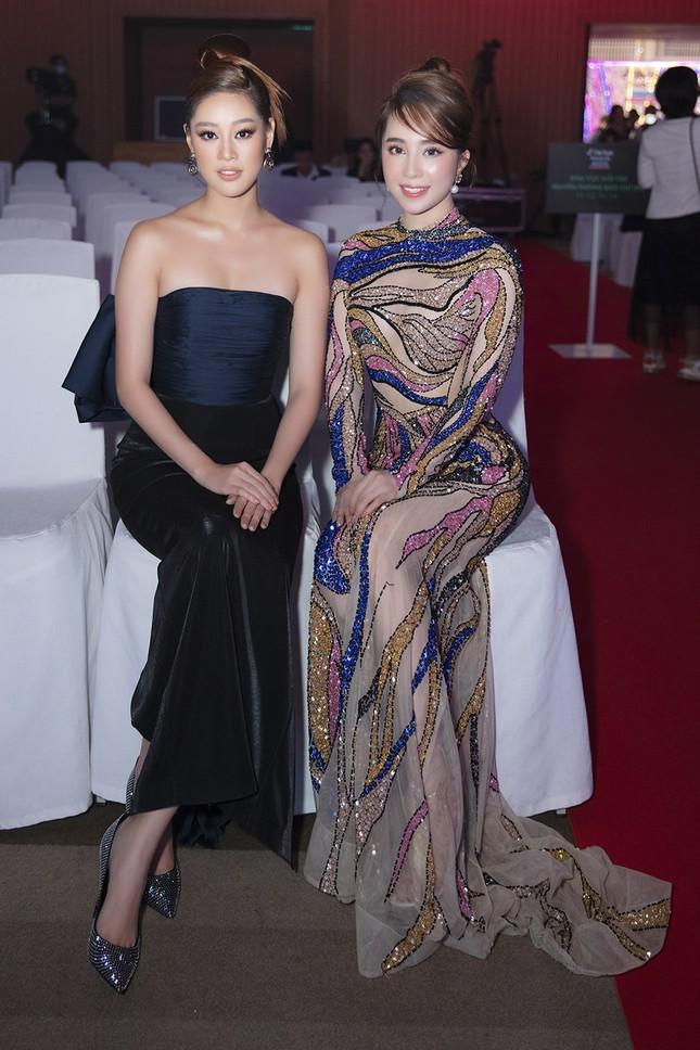 Mặc lại váy gây tranh cãi của Thái Thị Hoa, Quỳnh Nga khoe 3 vòng nóng bỏng ảnh 9