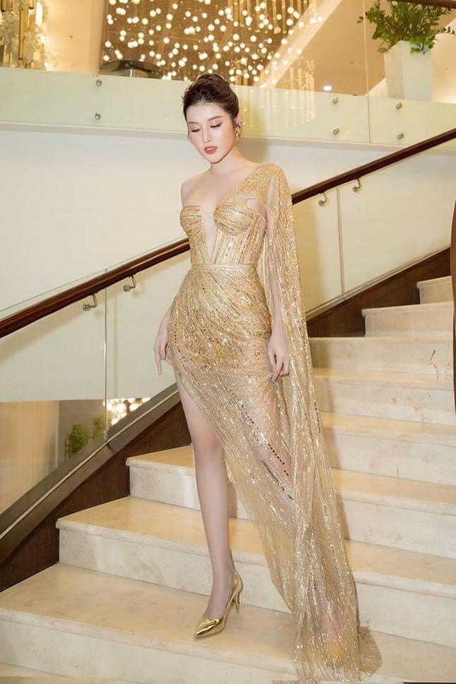 'Đụng hàng' tới 5 mỹ nhân showbiz, Á hậu Phương Anh vẫn được khen đẹp tựa 'nữ thần' ảnh 5