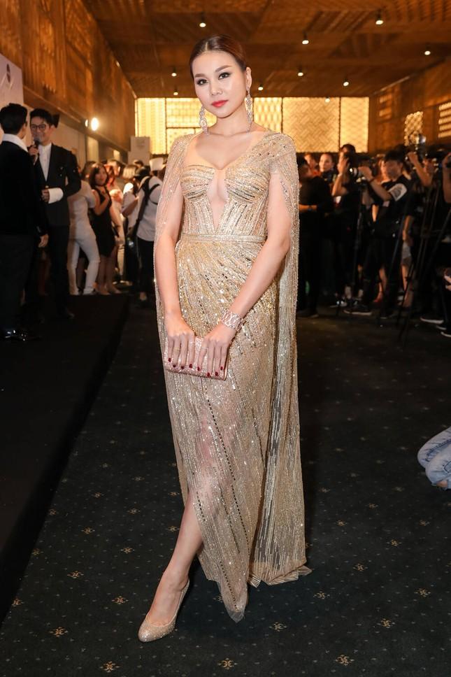 'Đụng hàng' tới 5 mỹ nhân showbiz, Á hậu Phương Anh vẫn được khen đẹp tựa 'nữ thần' ảnh 4