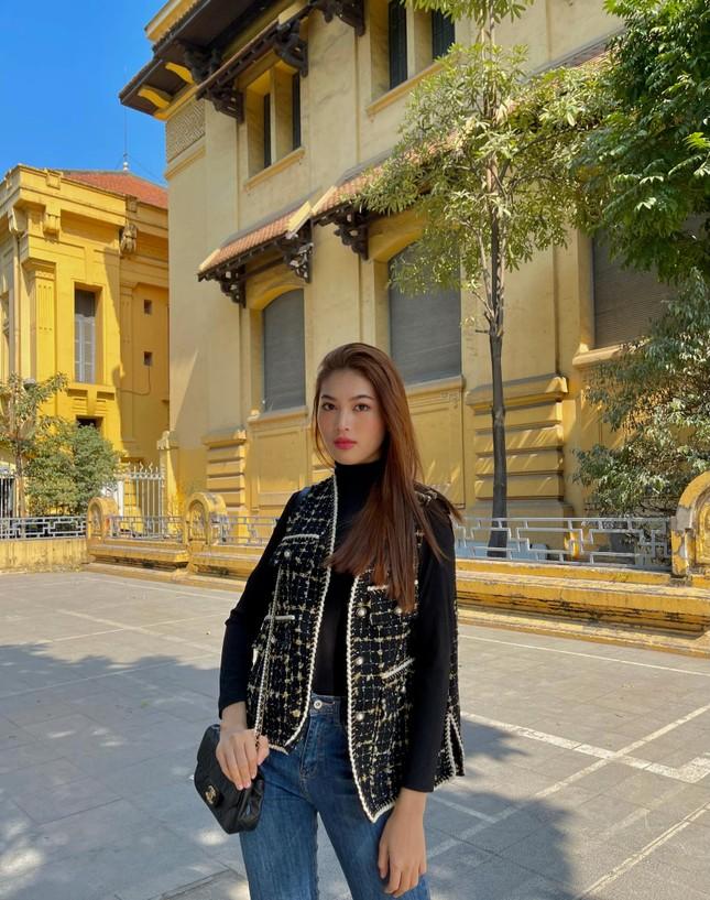 Hoa hậu Đỗ Thị Hà lộng lẫy tựa 'nữ thần', Á hậu Ngọc Thảo diện váy xẻ khoe chân dài 1m11 ảnh 10