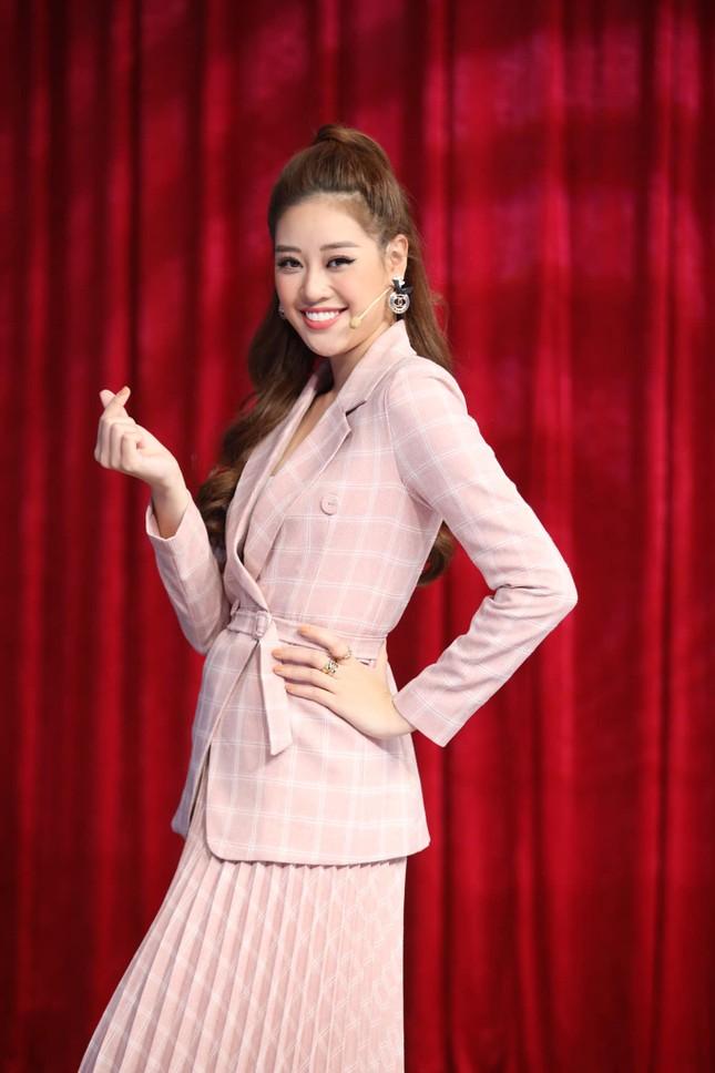 Hoa hậu Đỗ Thị Hà lộng lẫy tựa 'nữ thần', Á hậu Ngọc Thảo diện váy xẻ khoe chân dài 1m11 ảnh 14
