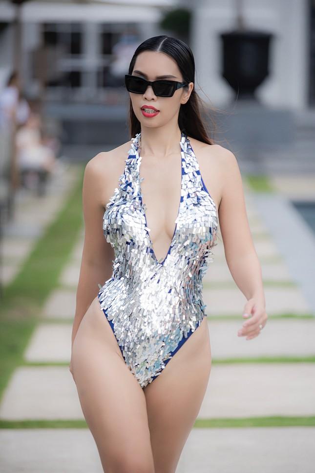 Siêu mẫu Hà Anh nóng bỏng trình diễn áo tắm ảnh 5