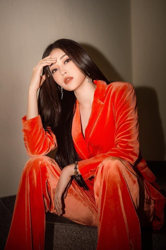 Mai Phương Thúy mặc kín mít vẫn gợi cảm, Diễm Hương khoe dáng nóng bỏng với bikini ảnh 13