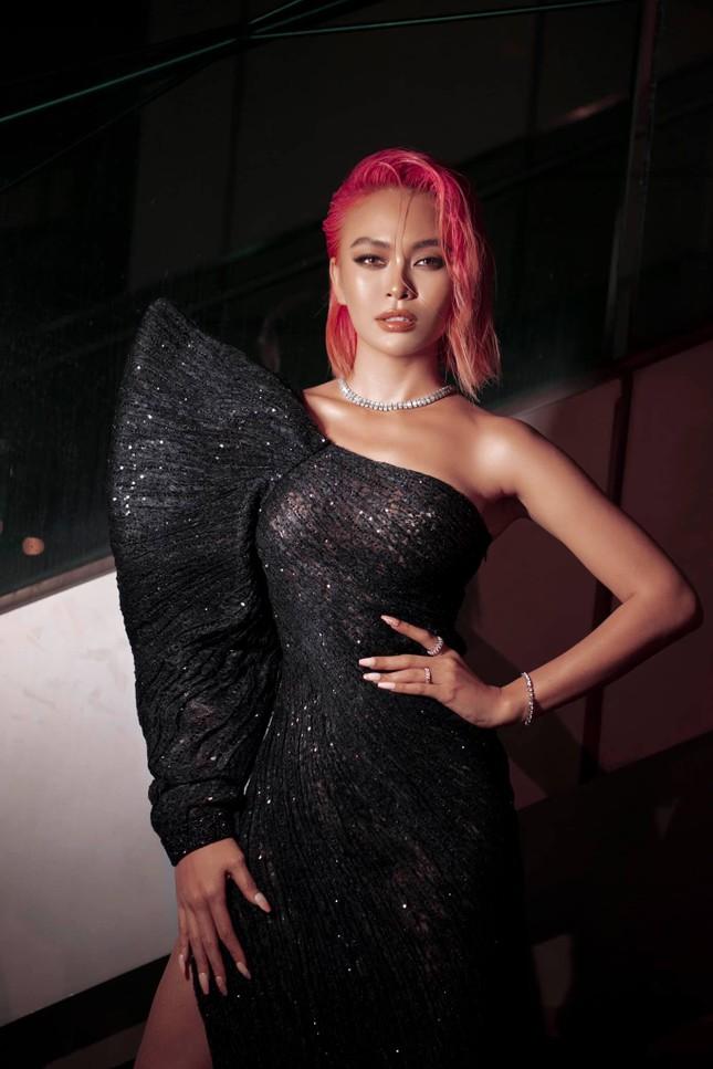 Mai Phương Thúy mặc kín mít vẫn gợi cảm, Diễm Hương khoe dáng nóng bỏng với bikini ảnh 7