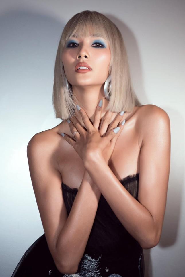 Mai Phương Thúy mặc kín mít vẫn gợi cảm, Diễm Hương khoe dáng nóng bỏng với bikini ảnh 4